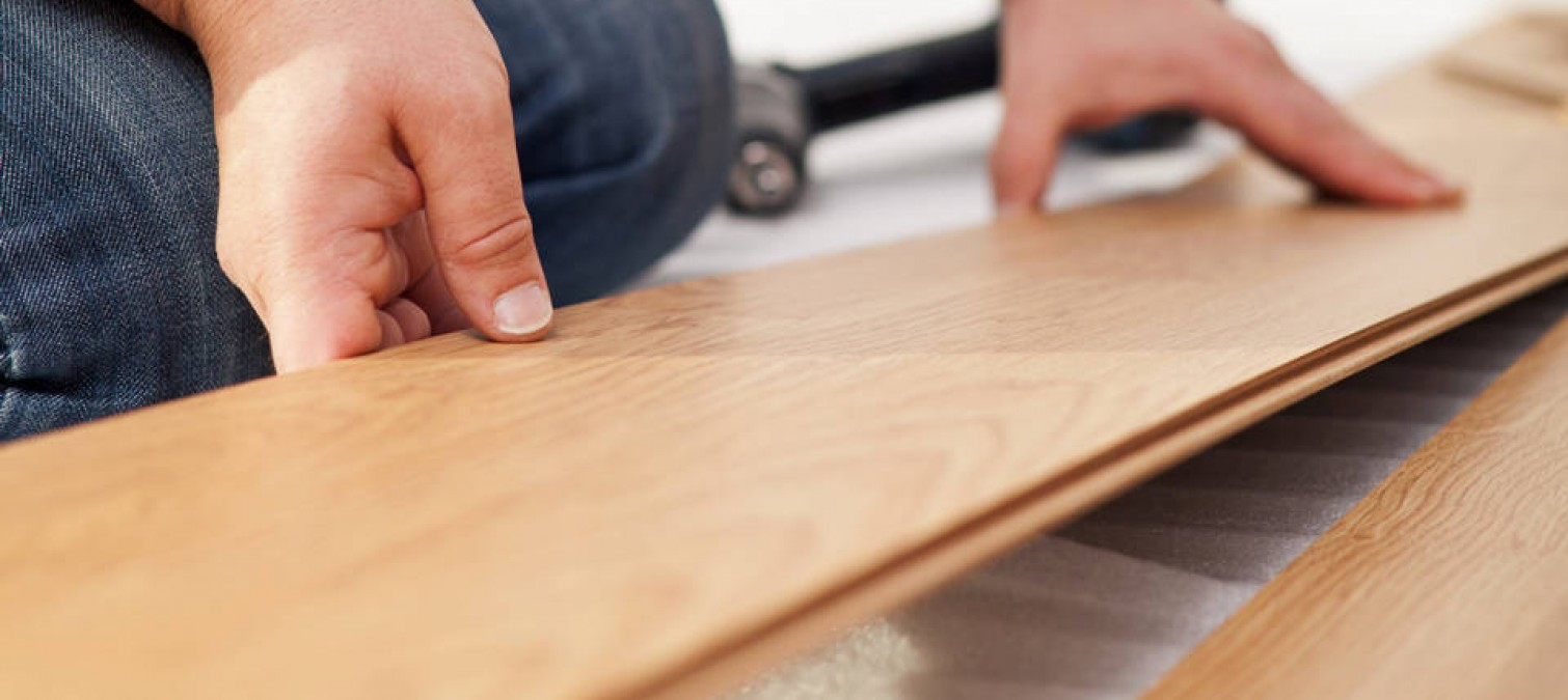Builder Laying wood flooring: understanding the essential prerequisites for  a successful installation - Laying Your Flooring - The Basics -