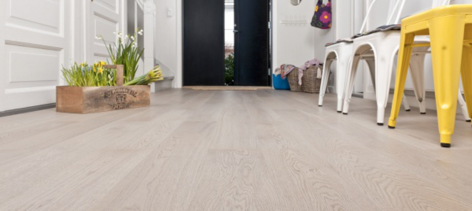 How to maintain a laminate floor ?